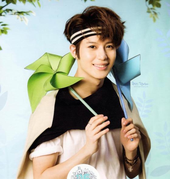 SHINee-Taemin-Calendar-2013-lee-taemin-33318008-907-960